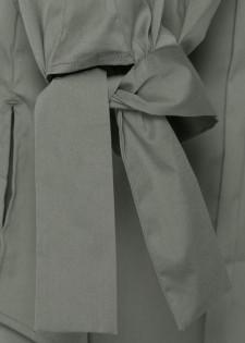 Elegante Bluse mit Ärmelbindern