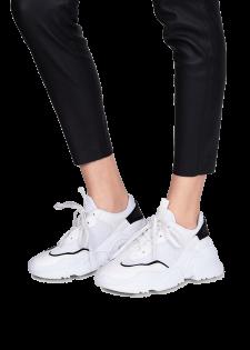 Sneaker mit Struktursohle