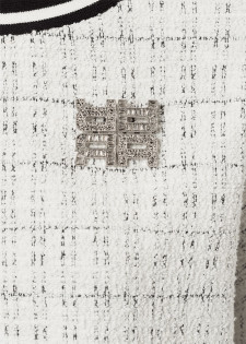 Sweatshirt mit Brosche