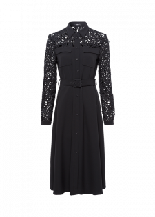 Modernes Kleid mit Gürtel