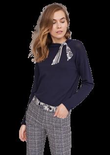 Pullover mit Stehkragen und Schleifendetail