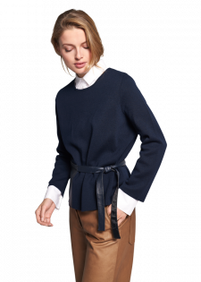 Knitted pullover with leather details